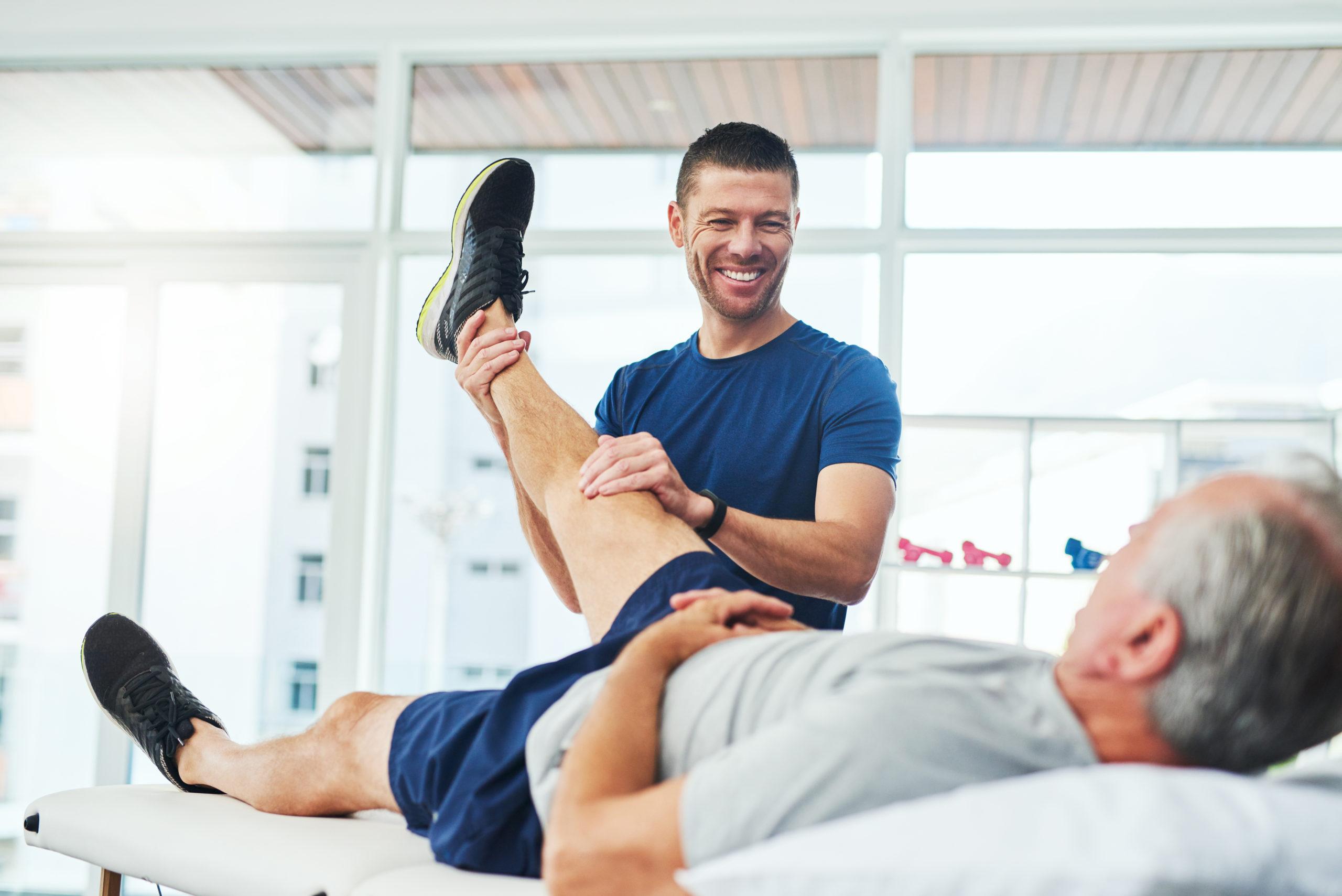 PT works with elderly patient